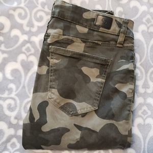 Celebrity Pink, Camo, mid-rise skinny 5/27, pants